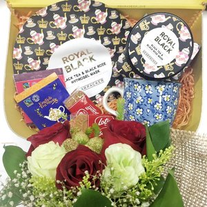 Tea anything is always a good choice because I'm a huge tea-lover ❤🍵 @thefaceshop_sg launches the DearPacker Royal Black Black Tea & Black Rose Mask, which I can't wait to try! Tea masks work extremely well for my skin, especially for detoxing. Time to indulge tonight! #thefaceshop #clozette #skincare