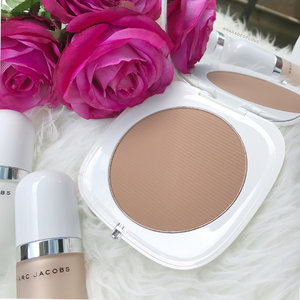Hydrated, radiant and sun-kissed complexion within reach with the @marcbeauty Coconut Glow Collection. Full review and swatches up on the blog! You'll go (coco)nuts!! 🌴 - - #clozette #makeup #makeupoftheday #makeupjunkie #luxurymakeup #marcbeauty #marcjacobs #marcjacobsbeauty #marcjacobssg #sephorasg #sephora #coconutglow #primer #bronzer #bronzeandglow #highlighter #strobecream #strobelights #AllTheRightLights