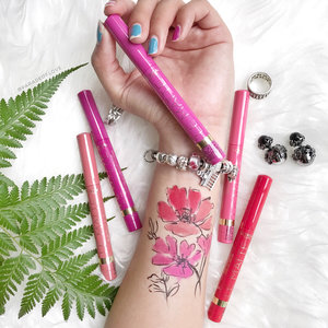 """""""Every flower is a soul blossoming in nature."""" 🌷Floral tattoo anyone? 🙋🏻 Teehee, had so much fun illustrating this #swatchart for the @lorealmakeup Le Matte Velvety Full Coverage Lip Colour. Comes in 5 shades, swipe for #ParadeofSwatches!---#clozette #makeup #makeuplife #makeupflatlay #lorealparis #lorealparissg #lorealmakeup #makeuptalk #makeupmess #makeuppicks #makeuplover #makeupjunkie #makeupaddict #beautyaddict #makeupobsessed  #beautyjunkie #wakeupandmakeup #igsg #igsgbeauty #beautybloggersg #slave2beauty #instabeauty #instadaily #trendmood"""
