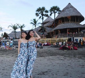 Caught our first sunset in Bali in twinning outfits! P/S: Every one was asking where we bought our dresses from. 🌅🌺☺️ #clozette