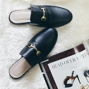 """""""If I ever let my head down it will be just to admire my shoes.""""😍 ♥So comfy👠📍Flat Mules from @tutumshop #Clozette #mules #fashion ♠ . . . . . . #fashionph #flatlaytoday #flatlaystyle #blackandwhitefeed #minimalist #minimalism #vsco #vscoph #vscophilippines #vscophile #vscophoto #vscocam #tuesday #photooftheday #igdaily #instadaily #gers"""