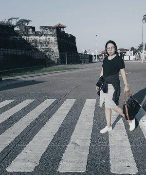 City streets are the real runways.😄🏃👋 #HappySunday . . . . . . #vsco #vscophoto #vscophile #vscophilippines #vscocam #minimal #minimalism #streetphotography