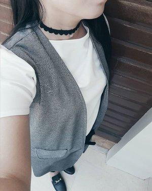 Are chokers really over?😄 #Clozette #choker . . . . . . . . . #blackandwhitefeed #blackfeed  #whitefeed #vscophilippines #vsco #vscocam #vscophile #vscophoto #grey #gray #minimal #minimalism #minimalist #minimalove #minimalfashion