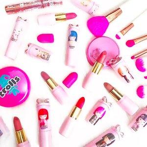 #Pink day with @realnaturaorganics Ultra Teen #Lipstick Collection 💘💘💘💘 Cutest Packaging Ever!!!!! Kawaii 💋 . . .  #slay #makeuphaul #motd #fakeupfix #wakeupandmakeup #organic #slave2beauty #sfs #slaytheflatlay  #faceoftheday #fotd #igbeauty #makeup #like4like #beautygram #flatlay #makeuplove  #makeupartist #hypnaughtymakeup  #makeupdolls #makeupfanatic1  #makeupartist #kyliejenner #makeupartistworldwide #vscodaily #irishblogger #ukblogger #lipstickjunkie #makeupaddiction