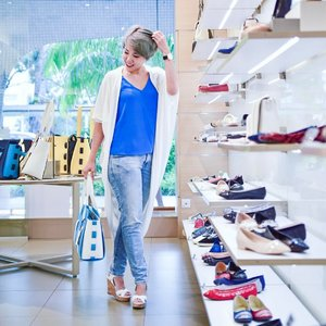 Woohoo~~ went shopping for shoes last weekend at @batasingapore. If you have not heard about it, get your hands on the Bata 'A Moment to Remember' Match & Win game at either the @batasingapore flagship store in Peninsula Plaza or play it online at www.bata.com.sg/ss2017 to stand a chance to win some attractive prizes. Free for all to try, why not test your luck here. At the same time, with a minimum purchase of S$60 on regular-priced items, you will get a limited edition Bata shoe bag!! Sounds good, right? Don't say I bo jio! 📸 cr: @kwleong  #BataSG #BataShoes #batashoessingapore #batasingapore #clozette #starclozetter #sgblogger #fashionblogger #beautyblogger #lifestyle #picoftheday #ootd #lookbook #ootdmagazine #dailyoutfit #dailylook #ootdcampaign #ootdsg #lookbookasia #stylexstyle #instastyle #instafashion  #ootdshare #ootdguide #ootdwatch #ootdmag #mhcsignaturepose