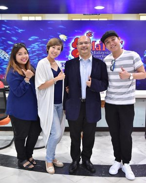 Team Singapore with Tuan Syed Yahya Syed Othman, Tourism Malaysia's Director of ASEAN division.  ASEAN Media Bloggers Tourism Hunt 2017 is going to be awesome!! . #AirAsia #LiveLifeUnexpected #AirAsiaSantanCombo #ambth2017 #tmsingapore