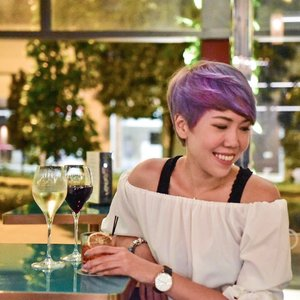 Happy TGIF!! Can't wait to chill out at @cincinsg Cin, a beautiful bar located at the relatively newly open Oasia Downtown Hotel, again. Love the wide selection of Gin available. And yes, my fav @fourpillarsgin is available here too. 📸cr: @kwleong