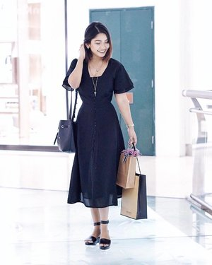#throwback to @braunbuffel event with @smallnhot wearing this gorgeous piece from @zaloramy 🖤 . Thank you for snapping this gorgeous picture @sunshinekelly2988 😘😘 . #clozette #fashion #zaloramy