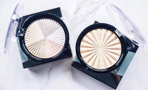 You guys, these highlighters from @ofracosmetics are LIT! The shimmer on these are seriously unreal 😱✨.Okay now who would like to see a swatch test? 😍.#highlighters #ofracosmetics #clozette