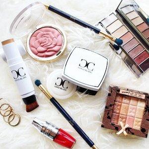 📷 | #motd using @cocoblancsingapore Aura Foundation Stick and CC Pressed Powder along with some other current favourites! . . . . #clozette #cocoblanc #cocoblancsg #makeupflatlay #makeupmess #physiciansformula #clinique #lancomesg #sephorasg