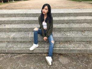 """Is this how all the fashion bloggers do it?"" 😂 CC: @edlynheng & her ""kangkang"" pose idea 🤣 📸: @jessytheklchic • • • #carinnxootd #carinnxtravel #throwback #putrajaya #photoshoot #clozette #iFlookboard"