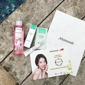 Good news, K-beauty lovers! @mamondemalaysia is now available on @11streetmy! 😽 Enjoy special deals this June on #11streetmy or any of its 5 beauty counters 🌹🌼🌸 • • • #mamondemalaysia #mamondemyx11streetlaunch #mamonde #amorepacific #clozette #blogger #sponsored #carinnxmotd #flatlay