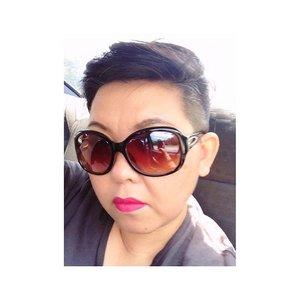 ~~seriously? Way too serious in M.A.C Gambattista Valli lip shade~~ #clubinstagram #instagood #instamood #lifestyleblogger #bblogger #lifestyle #beauty #makeup #motd #toofiercelooking #serious #selfie #shorthair #sunnies #neon #pink #lipcolour #clozette #gambattistavalli