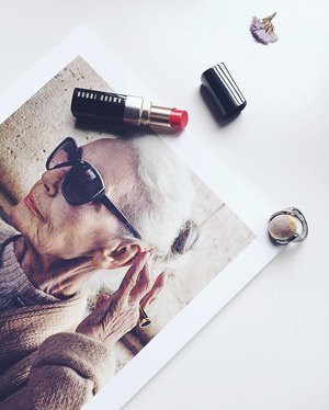 ~~we believe, style is ageless, and so is beauty in life~~ #clubinstagram #instagood #instamood #lifestyleblogger #bblogger #lifestyle #beauty #makeup #cosmetics #bobbibrown #lipstick #bobbibrownmy #ring #accessory #brochure #charlesnkeith #mood #flatlay #thatsdarling #flashesofdelight #thehappynow #abmlifeiscolorful #vsco #vscocam #vscodiary #love #clozette #lumilovesbeauty