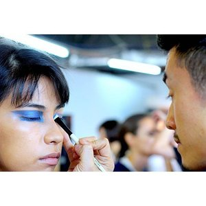 ~~Bobbi Brown makeup team paint the runway BLUE with this and other eye makeup looks for KLFW2015 previously, more visuals on LUMINNEJ~~ new blog post up! Seen here is @bobbibrown education manager for asia pacific, Felix Nguyen showing the team how to create the look ☺️ #clubinstagram #instagood #instamood #lifestyleblogger #bblogger #lifestyle #beauty #makeup #bobbibrownmalaysia #backstage #runway #asianmodel #blue #love #klfw2015 #klfwrtw2015 #thatsdarling #flashesofdelight #abmlifeiscolorful #clozette #behindthescene