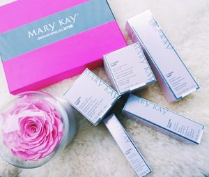 [Media Drop/Beauty Review] Thanks @marykaymysg and @touchpr for sending me the new Mary Kay TimeWise Repair™ range! 🙏  Comprising of five products - Volu-Firm™ Foaming Cleanser, Volu-Firm™ Lifting Serum, Volu-Firm™ Day Cream with SPF 30, Volu-Firm™ Night Treatment with Retinol and Volu-Firm™ Eye Renewal Cream - the new Mary Kay TimeWise Repair™ range aims to target and minimize the signs of advanced skin ageing. 🤗 . . . . .  #MaryKaySG #beauty #skincare . . . . . . . . . . #imageconsultant #instasg #potd #igers #singapore #fashion #lifestyleblogger #clozette #starclozetter #sgblogger #fashionblogger #beautyblogger #lifestyle #picoftheday #sg #stylexstyle #travelblogger #iamtb #fashionstylist