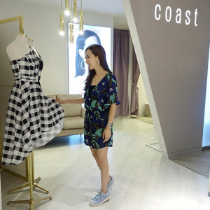 [Media Invite/Fashion Review]  Thanks Coast Paragon and @wom_sgpr for inviting me to celebrate its Relaunch as well as for the preview of the brand's AW17 collection! 🙏 #throwback  The store's new look pays tribute to the brand's DNA with well-balanced textures and luxurious finishes in neutral tones to exude a calm, intimate yet inviting atmosphere. 😊  At the heart of every Coast collection lies an attention to detail, which truly embraces the spirit of couture; beautiful hand-designed jacquards and laces sit alongside hand-painted prints and embellishment making it the destination for beautiful and unique occasion wear. 😍 . . . . . #MyCoastStyle #CoastParagon #coast #clothes . . .  #imageconsultant #instasg #potd #igers #singapore #fashion #lifestyleblogger #clozette #starclozetter #sgblogger #fashionblogger #beautyblogger #lifestyle #picoftheday #sg #stylexstyle #travelblogger #iamtb #fashionstylist
