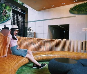 [Media Invite/lifestyle Review] Had a great time exploring Hotel Icon and enjoying a media food tasting session at Michelin mention 'Above and Beyond' restaurant. 😋This hotel is actually built and owned by The Hong Kong Polytechnic University. 🙀  With the perfect Hong Kong harbour view, delicious local and international cuisine, cocktails on the club floor, the ultimate rooms for comfort and style, heartfelt service, a stylish pool and spa floor, it has the right combination to charm every tourist. 👍 Thanks @hoteliconhk for the kind hospitality! 🙏 . . . . . .  #hoteliconhk #hotel #food #travel #hk #travelling #travelphotography #wanderlust . . . . . . . #imageconsultant #instasg #potd #singapore #fashion #lifestyleblogger #clozette #starclozetter #sgblogger #fashionblogger #beautyblogger #lifestyle #picoftheday #sg #stylexstyle #fashionstylist #travelblogger #travelgram