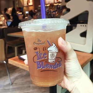 [Media Drop/F&B Review]  I hv just tried The Coffee Bean and Tea Leaf latest sparkling tea, Mint Lime Sparkling Tea and I absolutely ❤️ this! 🙏  The sparkling teas are available from now till 9 August 2017.  Another new flavour includes The Swedish Berries Sparkling Tea too. 😊  Thanks @coffeebeansg and AsiaPRWerkz for the kind love! . . . . #choosetosparkle #CoffeeBeanSG #drinks  #tea #sparkling . . #imageconsultant #fashion #lifestyleblogger #clozette #starclozetter #sgblogger #fashionblogger #beautyblogger #lifestyle #stylexstyle #travelblogger
