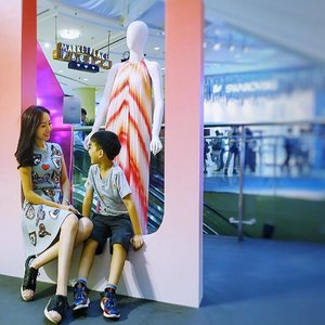 [Media Invite/Ootd/Fashion Review]  Twinning with my handsome date at Raffles City Spring/Summer fashion showcase. 👫👩‍👦 . . Fashion In The City Look no further than their Fashion Playground at Level 1 to get inspired this Spring/Summer. Be awed by the spatial design and draw style inspiration for different occasions - be it for work, play, beach, travel and party! . . . . Thanks @rafflescitysg and @alvinologies for the kind media invite to Spring/Summer fashion show earlier on! . . .  #RafflesCitySG #OOTD #amcoengage 📷 by @juneunicorn 