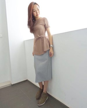 [Ootd/Fashion Review]  Want to have a piece of my midweek style? Quote <ELAINE> to enjoy $10 off the bill with min. $60 purchase at www.jovet.com.sg till 31st July 2017. This is available from the online store and it is so perfect for work.  @joopboutique top shows off my waistline nicely and the skirt is so comfortable to wear. 😍 . . . . Shoes by @fitflopsg . . . . . . . #ootd #wiwt #ootdcampaign #ootdsg #instastyle . . . #imageconsultant #instasg #potd #igers #singapore #fashion #lifestyleblogger #clozette #starclozetter #sgblogger #fashionblogger #beautyblogger #lifestyle #picoftheday #sg #stylexstyle #travelblogger #fashionstylist