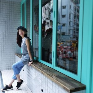 [Ootd/Fashion/Travel Review] Checking out quaint cafes in Hong Kong, wearing @joopboutique apparels. Loving the soft casual denim jeans, matched with a white sleeveless top with grey vest. #throwback . . . . . . . . . . . . . #ootd #wiwt #ootdcampaign #ootdsg #instastyle . . . #imageconsultant #singapore #fashion #lifestyleblogger #clozette #sgblogger #fashionblogger #beautyblogger #lifestyle #picoftheday #stylexstyle #travelblogger #iamtb #fashionstylist #SonyRX #SonyRXMoments #SonySG_RX #RXthroughmyeyes #SonyRX100M3