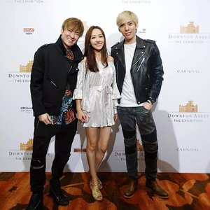 [Media Invite] A photo with my two photogenic bros @junmingjoonmin and @chocolatepistol after my media red carpet walk with the cast and crew of NBCUniversal Studios multi award-winning and global television phenomenon, Downton Abbey. 😊 . . .  Thanks NBC Universal and Precious Communications for the wonderful invite and awesome evening! 🙏😊😘 . . Thanks @kakooandayano for dressing me up!  Hair by @kenjosalon . . . . . #downtonexhibition #downtonabbey #celebrities #actress #actor #exhibition #mbs #marinabaysands #redcarpetwalk . . .  #imageconsultant #instasg #potd #igers #singapore #fashion #lifestyleblogger #clozette #starclozetter #sgblogger #fashionblogger #beautyblogger #lifestyle #picoftheday #sg #stylexstyle #travelblogger #iamtb #fashionstylist