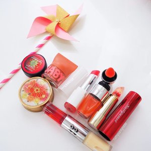 ⭐️Top 7 Favourite Lip Balms/Lip Gloss⭐️ Year end always calls for more moisture for the lips, that's also when we appreciate our unassuming lip balms the most! Yes I consider @kailijumei lippies as lip balms because they are moisturizing & not pigmented. 💋  As usual, tap for deets.  #Clozette #lippies #lipbalms #makeup