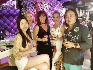 Congrats @michaelma2213 on the opening of your 2nd outlet of @winetapasfriends at Holland Village! Another lovely place to chill right opposite Wala!  #influencer #celestiafaithchong #msbabelovebebes #fashionista #imagecoach #clozette #starclozetter #FBSambassador #facebodyskin #youngshineclinic #acmeclinic #acmesculpture #v10plus #headlineshairdressing #beautybynature #phyto #lashregrowth #lierac