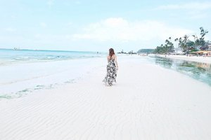 Nothing soothes the soul like a walk on the beach. 😌💙 || 📷: @aggynuguid #AirAsiaPh #AirAsiaCaticlan #clozette