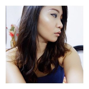 """Get that summer glow with L'Oreal's True Match LUMI Powder Glow Illuminator! I just posted my review of this product on my blog (link in bio)! Highlight those cheekbones away! This product is available in Zalora. Use my code """"ZBAPT33L"""" for a 15% discount.  #annefermano #igers #women #igdaily #love #clean #minimalist #minimalistph #vscocam #vsco #vscoph #instadaily #instagram #instapic #blog #blogph #bloggerph #beautyblogger #instapicoftheday #2017 #camera #fujifilmph #fujifilm #Clozette #makeup #makeupreview #reviewsph #FreshGlowInATap #highlighter"""