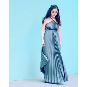 Mermaiding in this Hexa Series X-Halter Maxi dress c/o @pleatation! Read all about the styling session I had with @pleatation's in-house stylist on the blog (link in bio!) and don't forget to participate in the giveaway at the end of the post! 😁👍🏻 #clozette #clozetteambassador #pleatation #supportlocal