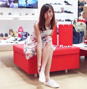 Happy me with my happy feet snuggled in a comfy & trendy pair of white slip-ons from @BataSingapore! 👟  #BataSG has opened a HUGE new store at #VivoCity and it stocks all the footwear you'll ever need, from casual wear sandals to formal wear heels. 👠  I love how the old Bata that I bought school shoes from when I was younger all the way through to my growing up years, are now stocked with trendy footwear for many occasions today! 😍  If you're looking for a pair of comfortable shoes to tide you through your work week, or even pretty heels for your party nights, head down to Bata's huge store at VivoCity and you'll be spoilt for choice! 🎉  #comfortablewithit #endorsed #clozette #sgfashionista #sgfashionistas #sgootd #ootdsg #sgwiwt #wiwtsg #sgoutfit #sgshoes