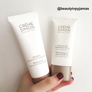 Got myself weekend ready with sunscreen (always 💁🏻) and now that I'm back home, I'm catching up on sleep with a sleeping mask. Seriously guys, whenever I put this on before bed, I wake up to more plumped up, hydrated and radiant skin! ☺️💕 Both from @cremesimon  1. Brightening Restorative Sleeping Mask 2. Daily Defense UV Protector SPF 50, oil-free!  When it comes to soothing sensitive skin, the French do it best. ❤️ #CremeSimon #CremeSimonSG #frenchskincare  #clozette #beauty #skincare #beautyinpyjamas