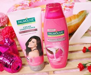 For long lasting fragrance and softness, try using the @palmoliveph Naturals Intensive Moisture Coco Cream & Milk Protein which adds essential hydration to your hair. 👸🏻💕 Gosh! Coconut scented products is definitely my favorite!!! ❤️Thank you Palmolive and @sampleroomph 😘 Remember to keep your crowning glory at its best 😉✨ Grab free samples at www.sampleroom.ph ✨ #BangongPalmolive #SampleRoomPH #srbeautyinsider #bloominzahra . . . . #clozette #beauty #blog #haircare #blogger #bloggers #igersmanila #beautyblogger #igers #instagramers #igdaily #fblogger #fbloggers #bblogger #bbloggers #bloggersph #palmolive #flatlay #lfl #l4l #instagood #instablog #dubaiblogger #uaebloggers