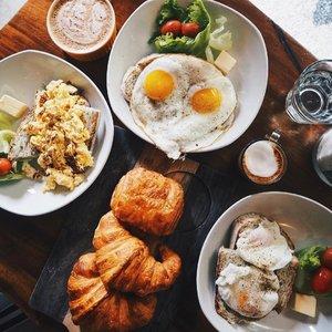 Breakieee 🍳🥐☕️🍴 #breakfast #clozette #breakfastdoneright #CTMonde2017 #CTMondeBali #goBALIstic #basicbeaches #balibeachbummers