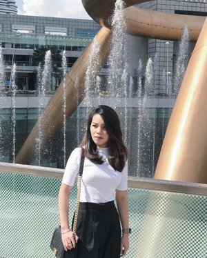 You may not end up where you thought you'd be, but you always end up where you're meant to be. 😌 📷 @russelchaojy . . . #clozette #ootd #lookoftheday #selca #selfie #selfstagram #poppyweekends #love #pretty #iger #igsg #instadaily #vscosg #vscosg #sgblogger #singaporeblogger #follow #followme #asians #ohvolaootd #monochrome #postthepeople #chanel #chanelboy #chanelboycaviar
