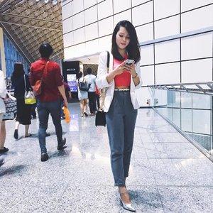 谢谢你把我拍的还不错 🤣@russelchaojy 你pass了😝...#selfie #selca #selfstagram #clozetteambassador #clozette #love #pretty #ootd #asians #sgblogger #singaporeblogger #follow #followme #chanel #chanelboy #chanelboycaviar #lookoftheday #vscosg #vscosg #postthepeople #poppyweekends #iger #igsg #instadaily