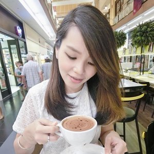 I've always yearn for coffee-talk but little did I knew that it could end me up in trouble. . . . #selfie #selca #selfstagram #love #asians #sgblogger #singaporeblogger #follow #followme #poppyweekends #clozette #ootd #iger #igsg #instadaily #postthepeople #vscocam #vscosg #throwback #lookoftheday