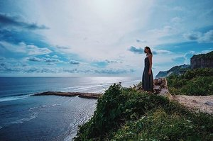 Beautiful things happen when you distance yourself from negativity - so true 😌 📷@simontey #clairesimontravel #bali#clozette #explore #igdaily #sunset #sgblogger #today #portrait #vscocam  #landscape #photography #travel #sonyimages #traveller #nature #adventure #wander #art #mood #vibes #sea #beach #beautiful #indonesia #wanderlust #life #sgtravelblog #me #fashion