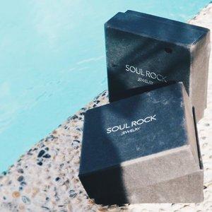 Every girl needs a little bling bling.✨ // @soulrock.jewelry #soulrockjewelry #jewelry #clozette #megandablog
