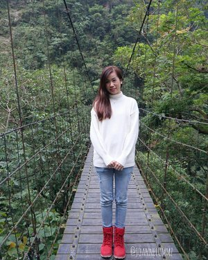#throwback #ootd at #Taiwan #hualien: White Jolie Turtle Neck Sweater from #mgplabel #mgpootd ⚪ x Thrill City Skinny Jeans from #hollyhoque #hhootd ⭕ x my trusty #timberland boots 👢 SG weather have been so crazy recently 😥 #joannelummzootd #joannelummztravels #igsg #sgig #potd #lotd #clozette #stylexstyle #latergram #getfash