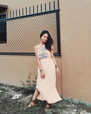 Summer outfit tips? 🔥 Visit marginsofmarga.tumblr.com to know my picks 💖 - Dress: @mainecloset  Sandals: @amariph  Accessories: @atlas_styleph 📸: @vergelgregorio  #clozette #teamshirubi