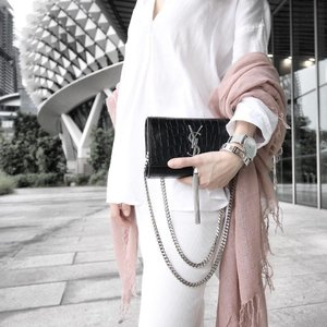Close up of outfit for the @clozetteco tea party last Saturday! Linen shirt: @mujisg • Skirt: @rosegal_official • Scarf: @chanluuofficial • Bag: @ysl • Watch and bangle: @thepeachbox • 📷: @theisabellachan 💕