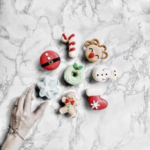 A closer look at these adorable Christmas macarons from @bonheur_sg 😍😍😍 Aren't they the cutest? Only available for a limited period so get yours quickly! 🙌🏻🙌🏻🙌🏻