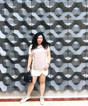 Finally managed to get a shot at one of my favourite walls ever!! How often do you come across a 3D wall? . . . . . . . . . .  #details  #mycasualstyle #abmhappylife  #colorcolorventures #acolorstory #bagaddictsanon #ootdenvy #wiw #fashionbloggers #fashiondiaries #fashionblogger #fashiongram #fashionpost #ootdwatch #wiwt #fashiongirl #thatsdarling #ootdshare #abmlifeiscolorful  #whatiwore #clozette  #myunicornlife  #currentlywearing #effortlessstyle #todayiwore  #flashesofdelight #pursuepretty  #ootdfash #outfitpost