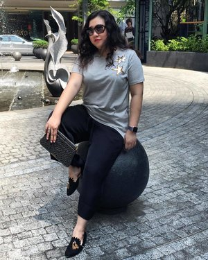 oh just chilling on a boulder y'know? 😂 . . . . . . . . . .  #details  #mycasualstyle #abmhappylife  #colorcolorventures #acolorstory #bagaddictsanon #ootdenvy #wiw #fashionbloggers #fashiondiaries #fashionblogger #fashiongram #fashionpost #ootdwatch #wiwt #fashiongirl #thatsdarling #ootdshare #abmlifeiscolorful  #whatiwore #clozette  #myunicornlife  #currentlywearing #effortlessstyle #todayiwore  #flashesofdelight #pursuepretty  #ootdfash #outfitpost