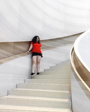 A subtle juxtaposition between lines and curves . . . . . . . .  #ihavethisthingwithstairs #sportluxe  #personalstyle #bloggerstyle  #sportyluxe #fashioninspiration #personalstyleblogger  #detailsoftheday  #styleblogger #clozette #stylediaries #styleinspo #womenwithstyle #athleisure  #abmhappylife #influencer #marble #lifestyleblogger  #staircase #ihavethisthingwithmarble #fashiongoals #fashionforward #inmycloset #classyandfashionable #asseenonme #prettythings #digitalinfluencer #summerstyle #grandstaircase #colorcolorventures