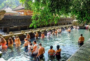 Pura Tirtha Empul is a National Cultural Heritage Site in Bali. You can actually take a dip into the holy spring located inside the temple but be sure to visit early in the morning to avoid the crowd. 👌🏼💕 #clozette #lpwvoyage
