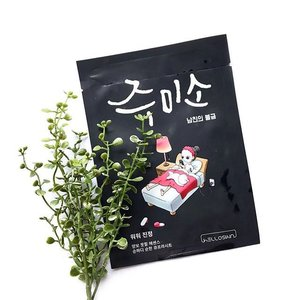 [Sheet Mask Review] When you are feeling shitty (if u saw my snap) cause the skin is shitty since days ago and unsure what mask to pick! That feeling though. But I'm glad to have used this 🙏🏻 -- 🌚What it is🌚 Jumiso Masks are made of cupra sheets which has excellent breath-ability. The sheet adheres to your skin tightly and minimizes the loss of essence. Stress & hormonal changes causes sensitive skin and make it angry. Whoa-Whoa Soothing Of Hello Skin helps dealing with angered skin with mild component. ⛑Featured Ingredients⛑ Manuka Honey (Soothing) Phytex G Louts Al (Improve Sensitivity) Ceramide Complex (Strengthen) Beta-Glucan (Soothing & Moisturising) -- My thoughts: 🥂 Packaging 🥂 The illustration for the whole range is really cute! Immediately caught my eyes when I was shopping for face masks. It comes with a netting for easier separation and application. The net has a little 'handle' for you to lift out easily. How thoughtful. Design ergonomics. 🥂 Scent 🥂 Mildly fragranced, not bothering. 🥂Texture 🥂 Colorless, watery essence. 🥂Fitting 🥂 Fitting was daebak, adheres god damn freaking wellllll, the material of the mask was so comfortable too. It's adherence was pretty strong that it doesn't shift about as  much as my other masks while I was drying my hair. 🥂Result 🥂 Chok Chok! 2 shades whiter I kid u not. I wore this to dry my hair for 5 mins, took a 15mins nap before removing this mask at the 20mins mark. Woah! I was shock by the soothing results. Now my skin is back to bad again, I really wished I had one more piece of this ⚡️ still investigating what's the product that broke me out and perhaps my diet was bad as I was craving for sugar n salt 🙈 Anyway, I wanna try the water splash one soon! 🥂 Ratings 🥂 5/5 -- #clozette #rasianbeauty